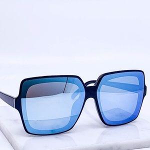 🆕Black frame blue mirrored lens fashion sunglasse